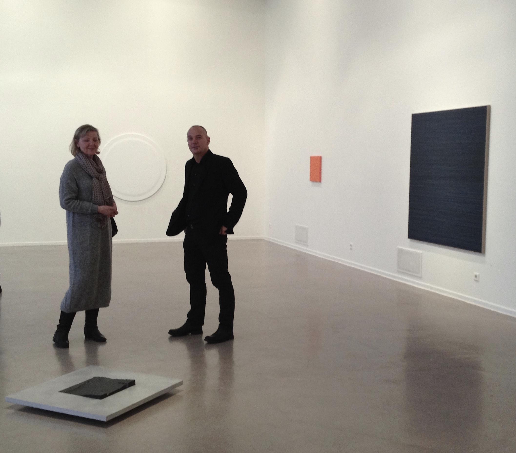 Kerstin Hedman, Lars Standh behind Terje Roalkvams object.